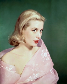 American actress Grace Kelly (1929 - 1982) in a pink wrap, circa 1955. (Photo by Silver Screen Collection/Hulton Archive/Getty Images)