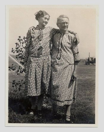 2 vintage women